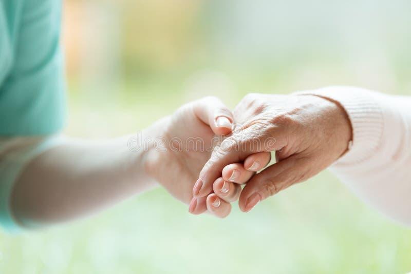 Hand av sjuksköterskan royaltyfri fotografi