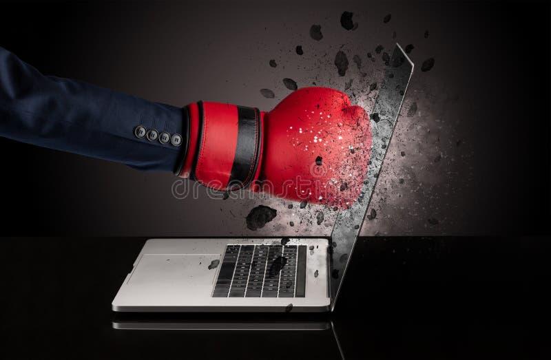 Hand bricht Laptopgläser stockbilder