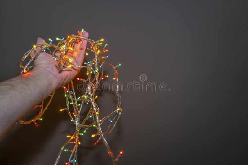 In hand de lampen van het nieuwjaar royalty-vrije stock afbeelding