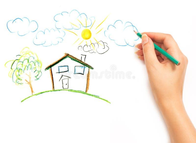 Hand der Frau, die das Traumhaus zeichnet stockfotografie