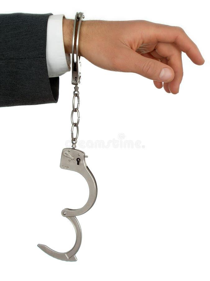 Hand des Geschäftsmannes in den Handschellen lizenzfreie stockfotografie