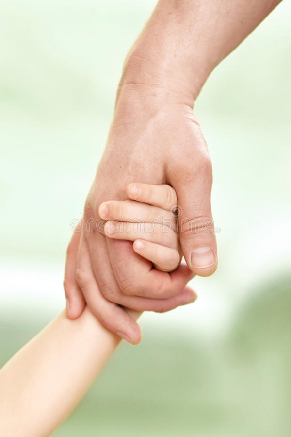 Hand des Vaters stockfoto