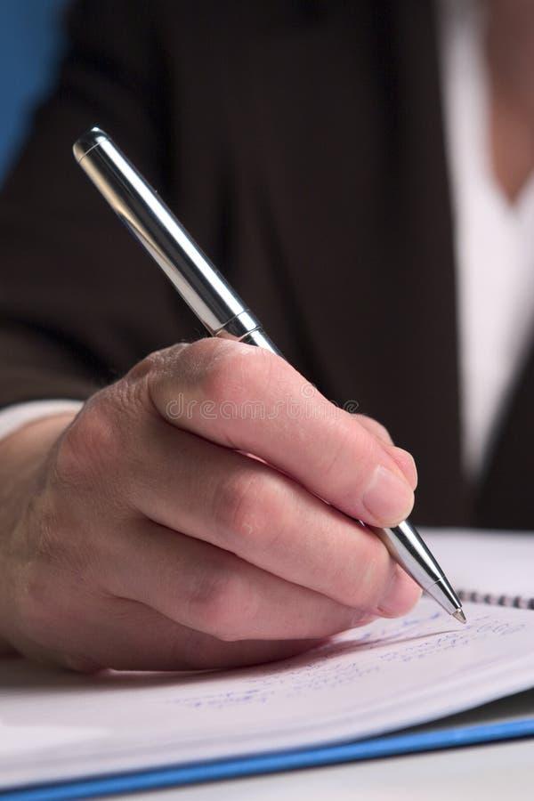 Hand, die 7 schreibt stockfotos