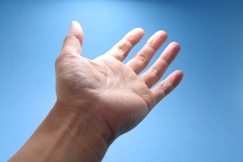 Hand die aan hemel bereikt royalty-vrije stock fotografie