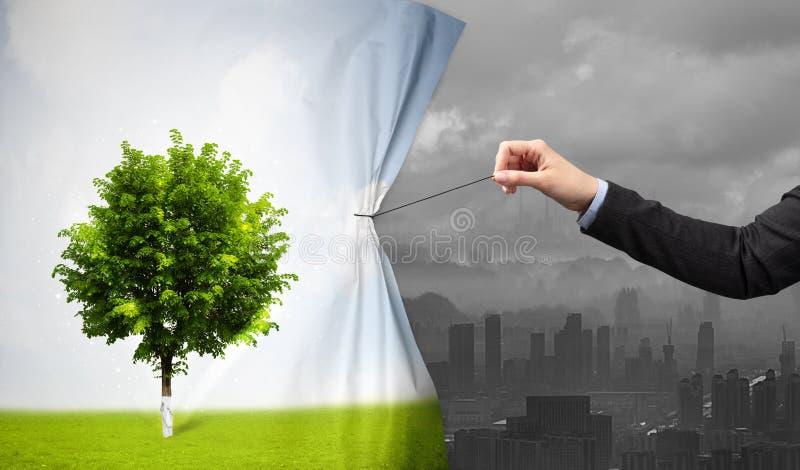 Hand die aardcityscape gordijn trekken aan grijze cityscape stock afbeeldingen
