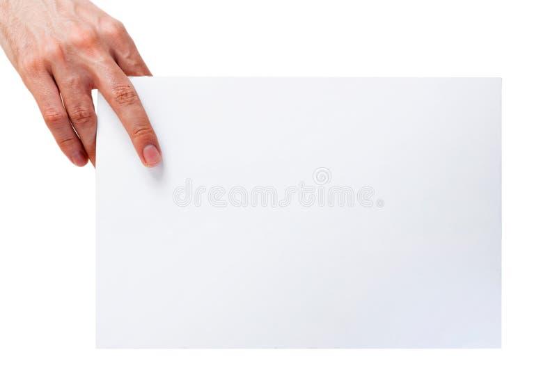 Hand, die Blatt des leeren Papiers hält lizenzfreie stockfotografie
