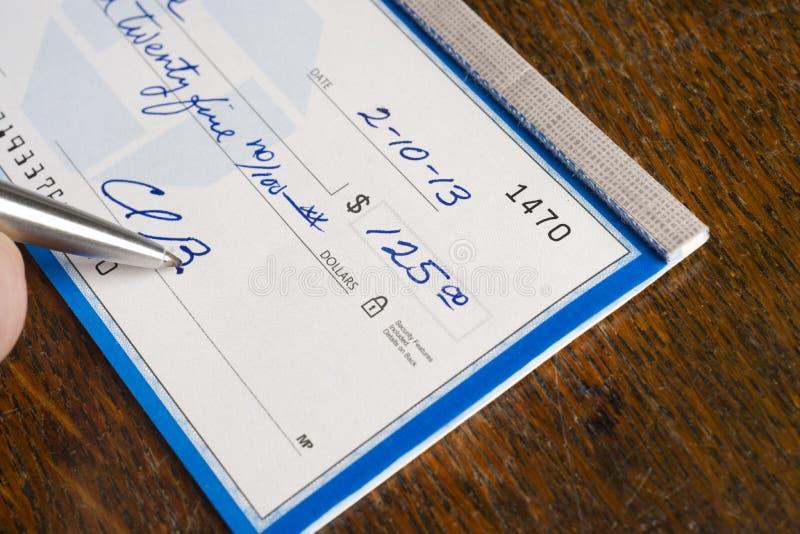 Hand die Controle bovenop Bureau ondertekenen royalty-vrije stock afbeelding