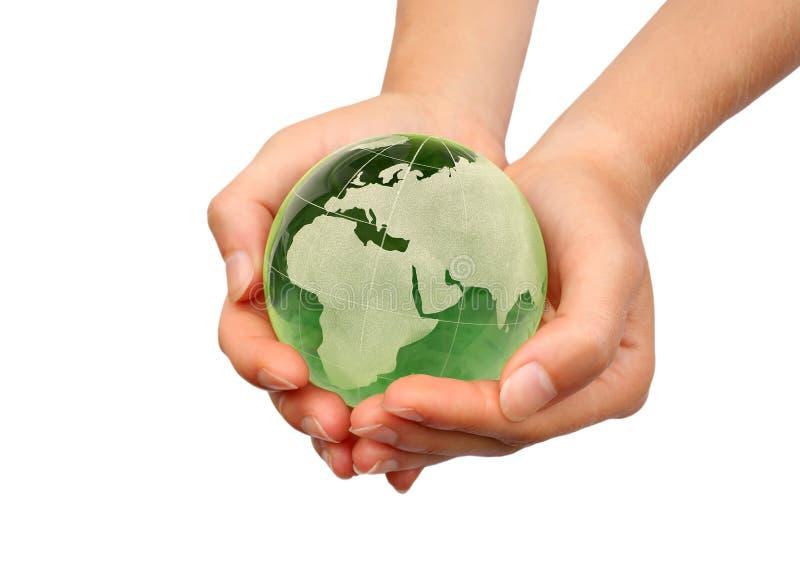 Hand die de Aarde geïsoleerdt houdt royalty-vrije stock afbeelding