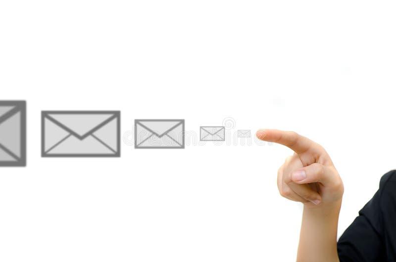 Hand die digitale knoop e-mail duwt stock afbeeldingen