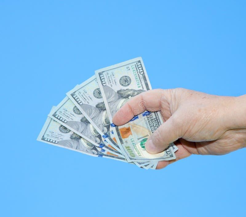 Hand, die Dollaranmerkungen hält stockfotografie