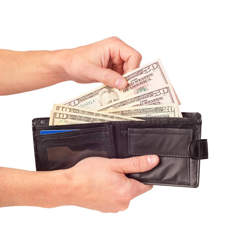 Hand die die dollars in de portefeuille zetten op de witte achtergrond wordt geïsoleerd royalty-vrije stock foto's