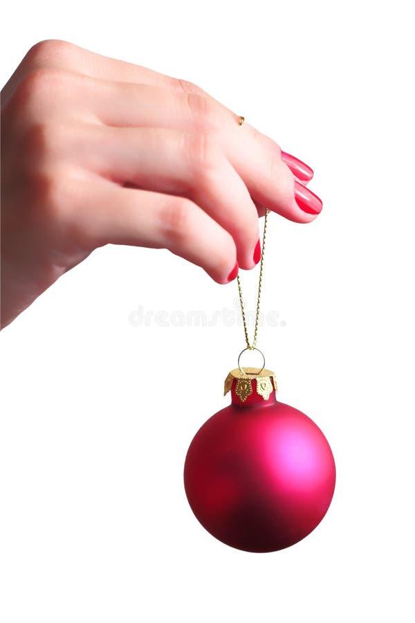 Hand die een bal van Kerstmis houdt stock foto's