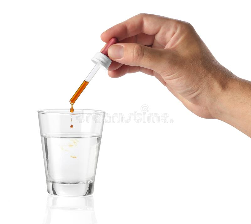 Hand die een cosmetische product gieten in een fles royalty-vrije stock foto