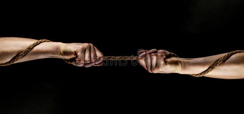 Hand die een kabel houden, die kabel, sterkte en bepaling beklimmen Redding, hulp, die gebaar of handen helpen Conflict, sleepboo stock afbeeldingen