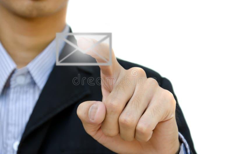 Hand die een knoop e-mail duwt stock afbeeldingen