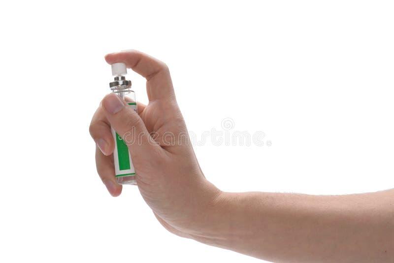 Hand die een schoonmakende nevel houden stock fotografie