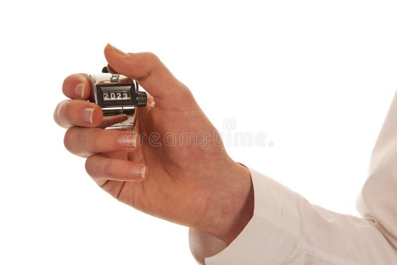 Hand die een zilveren pedometer houden royalty-vrije stock afbeeldingen