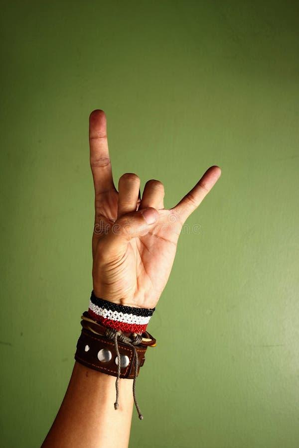 Hand, die ein Rock-and-Rollzeichen macht stockfotos