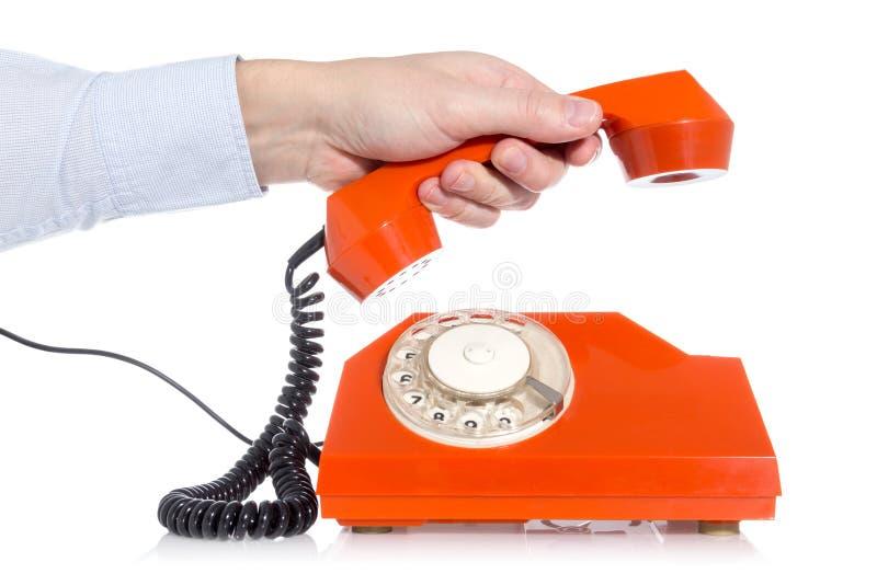 Hand, die ein Telefon aufhebt stockfotos