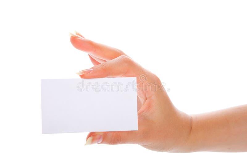 Hand, die eine unbelegte Visitenkarte anhält stockfoto
