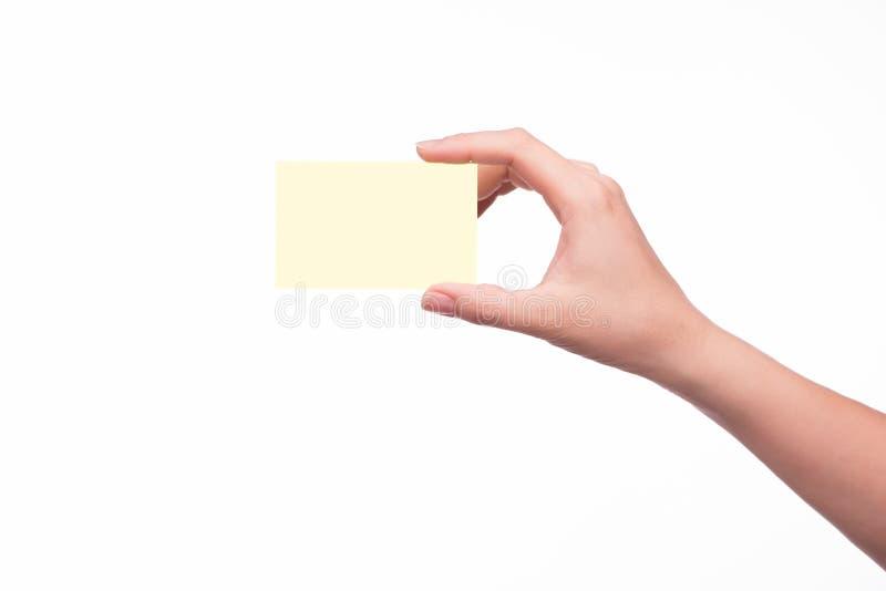 Hand, die eine Visitenkarte anhält lizenzfreies stockfoto