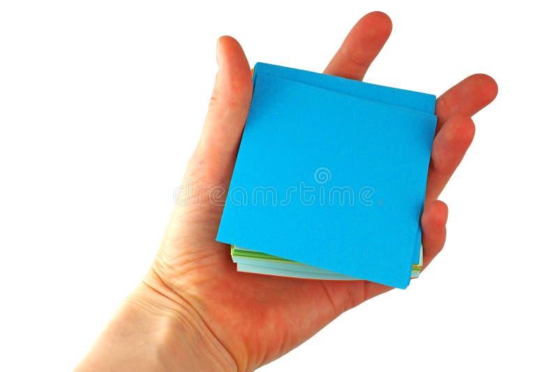 Hand, die einen Notizblock hält stockbild