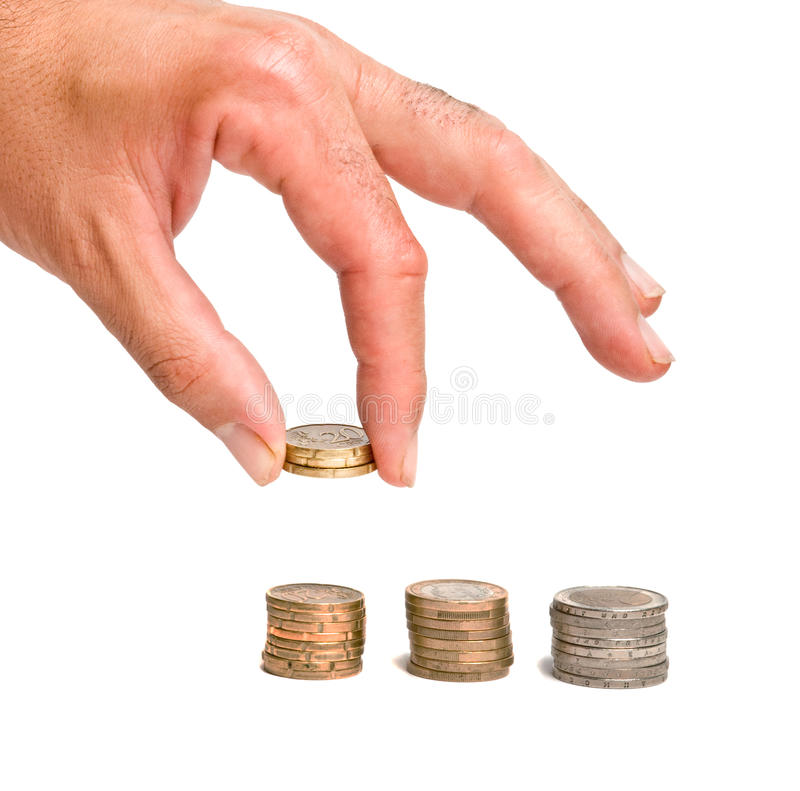 Hand, die Euromünze anhält stockfotos