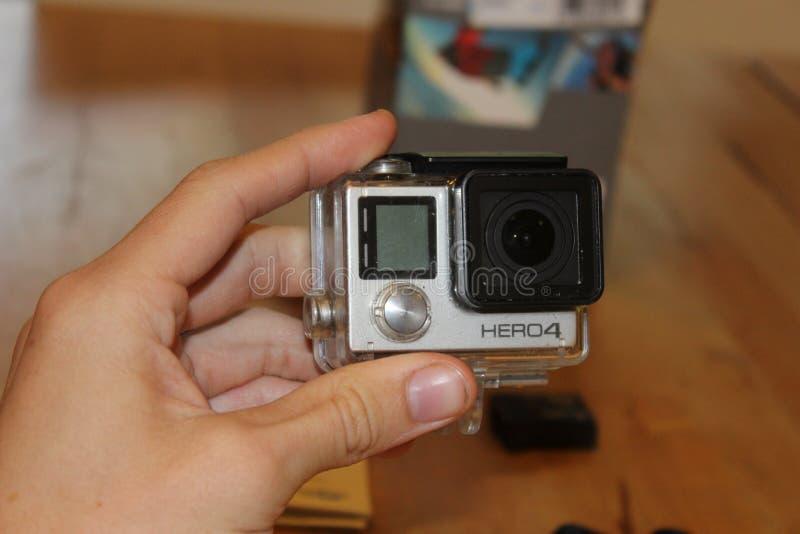 Hand, die GoPro HERO4 hält stockfoto