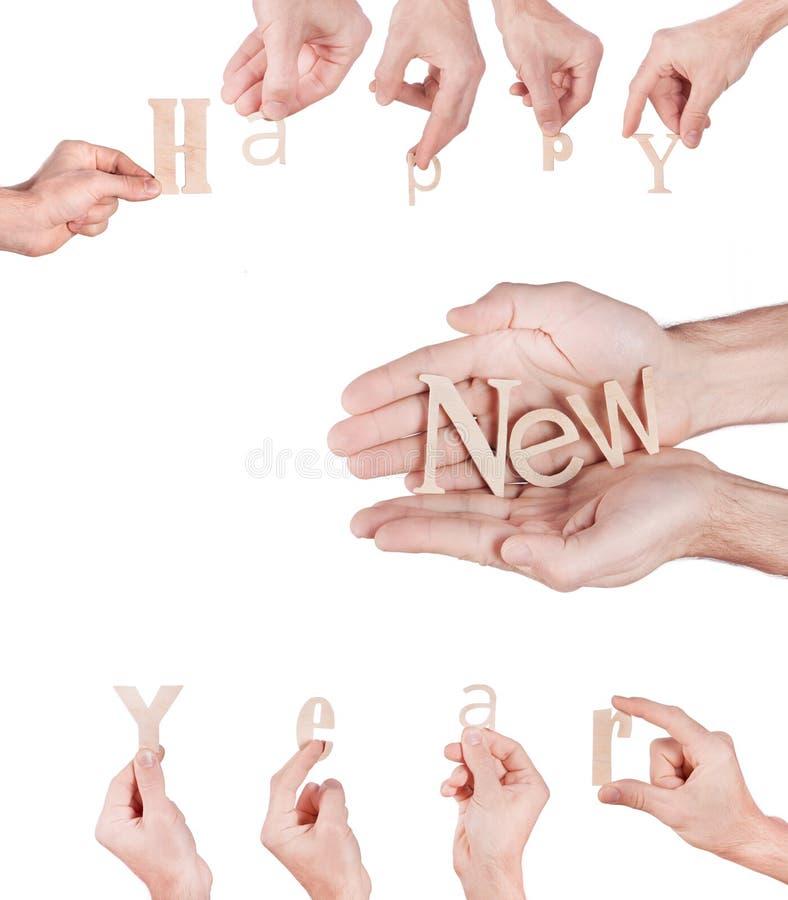 Hand, die hölzernes Aufschrift guten Rutsch ins Neue Jahr hält lizenzfreies stockbild