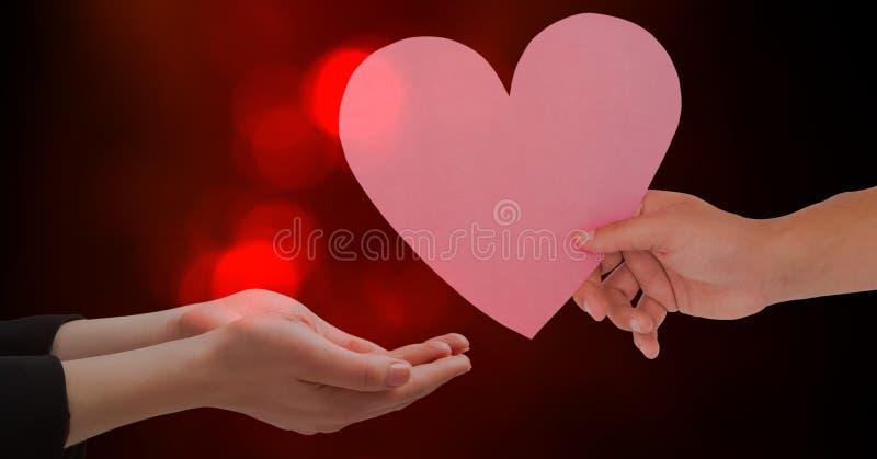 Hand die hartvorm geven aan vrouw tegen rode bokeh royalty-vrije stock fotografie