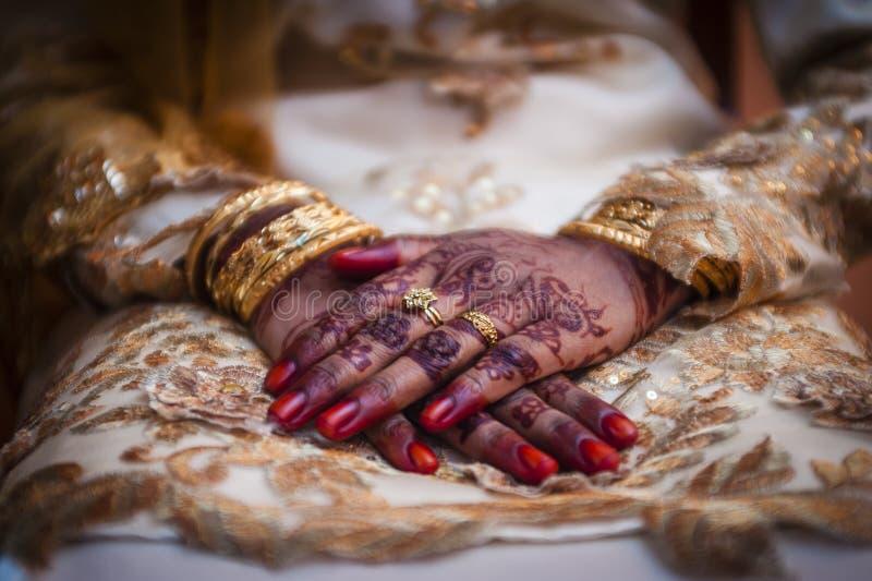 Hand die Henna draagt stock afbeeldingen