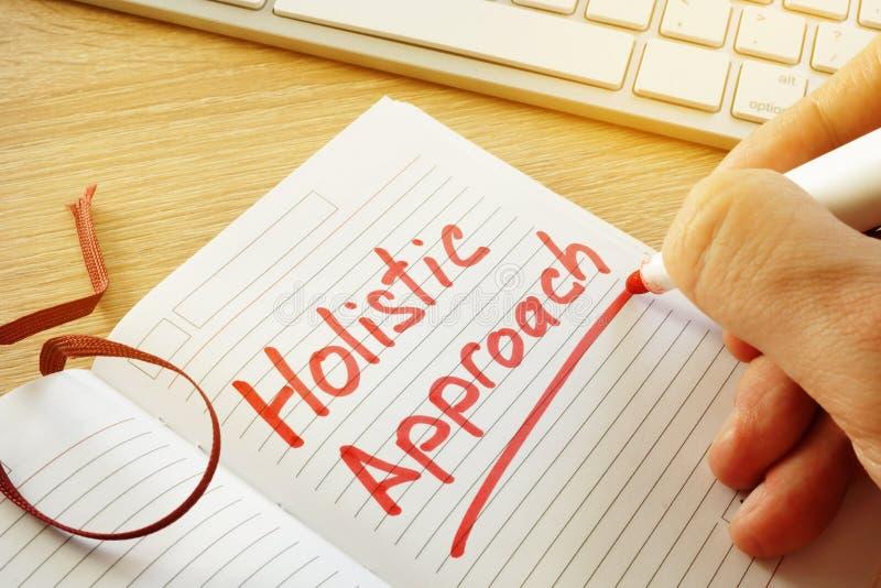 Hand die Holistic benadering in de nota schrijven royalty-vrije stock afbeelding