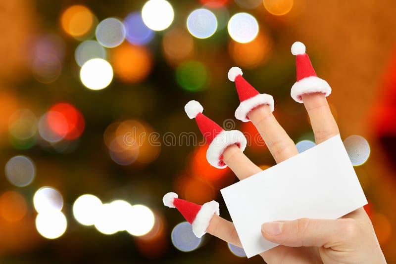 Hand, die klare Karte des neuen Jahres hält stockfoto