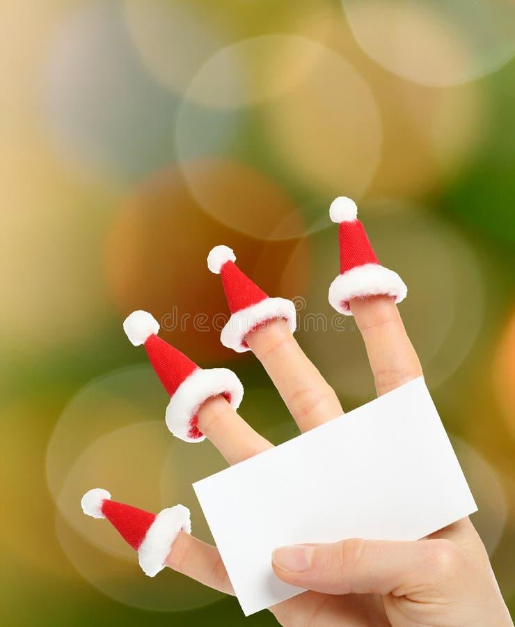 Hand, die klare Karte des neuen Jahres hält stockbild