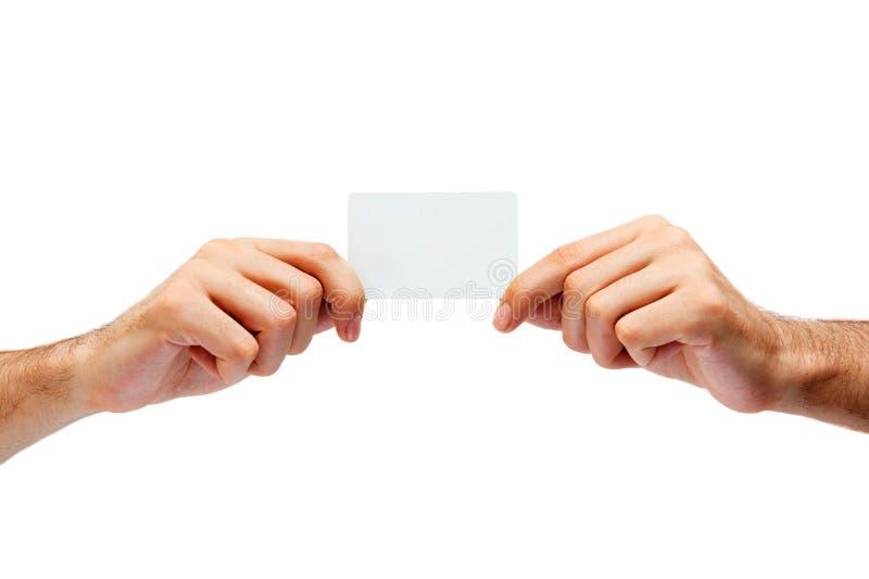 Hand, die Kreditkarten hält stockfoto