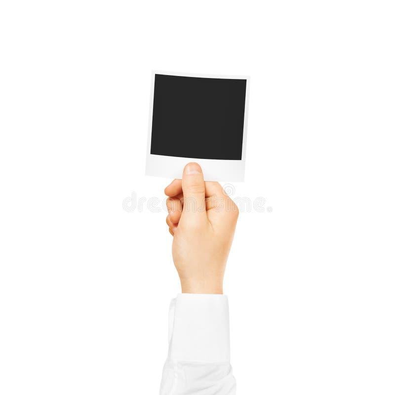 Hand, die leeres Fotorahmenmodell hält Leere alte Fotografie stockfotos