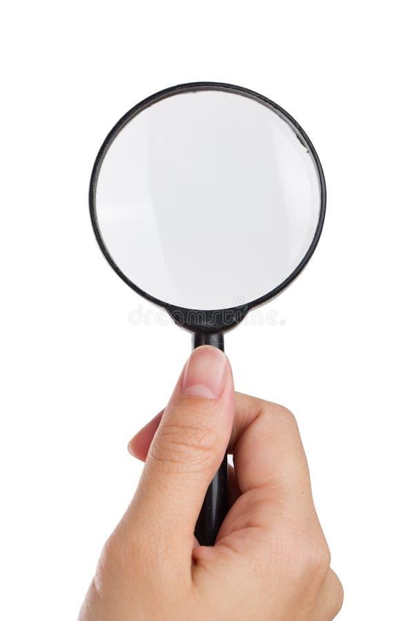 Hand die meer magnifier geïsoleerde witte achtergrond houden royalty-vrije stock afbeelding