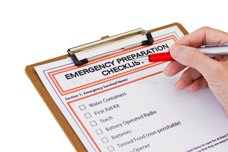 Hand, die Notvorbereitungs-Liste abschließt stockfoto