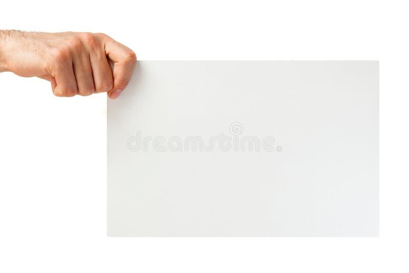 Hand, die Papierüberhintergrund hält lizenzfreie stockbilder