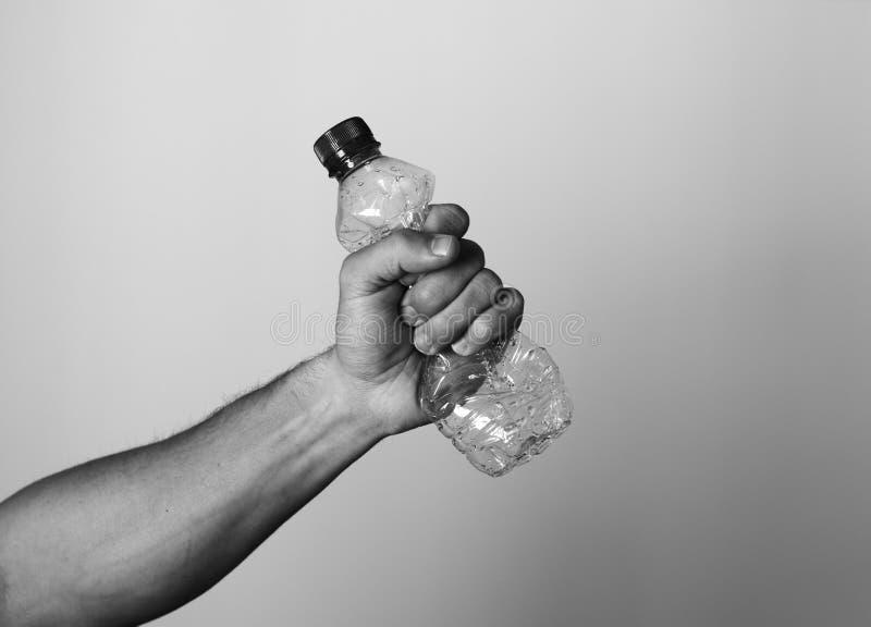 Hand die Plastic Fles drukken royalty-vrije stock afbeeldingen