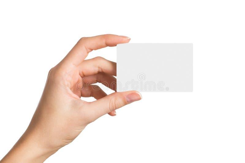Hand, die unbelegte Visitenkarte anhält lizenzfreie stockfotos