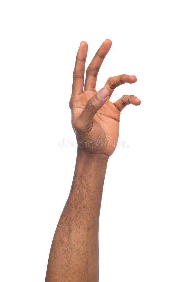 Hand die van de zwarte mens virtueel die voorwerp bereiken, op wit wordt geïsoleerd stock afbeeldingen