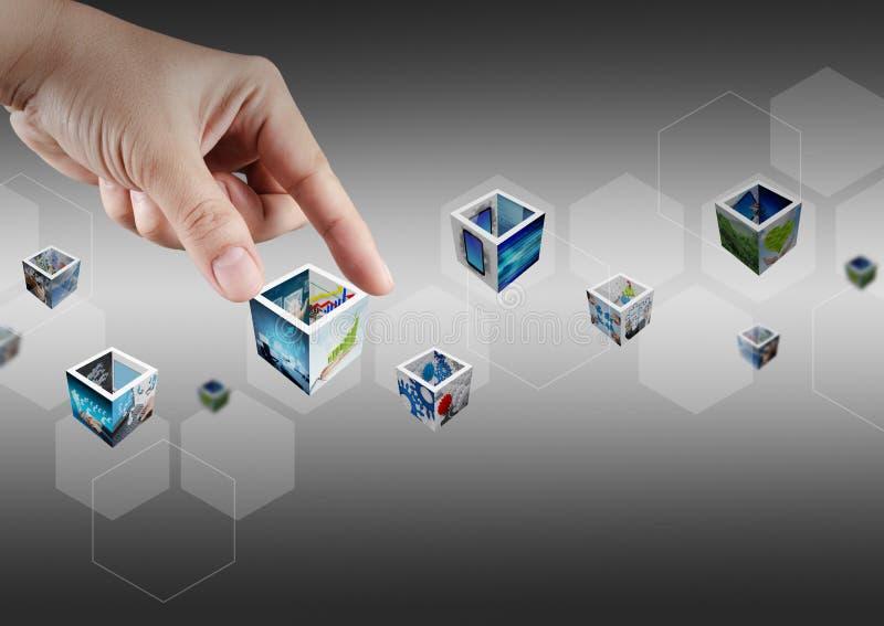 Hand, die virtuelle Taste und Bilder 3d auswählt lizenzfreie stockfotos