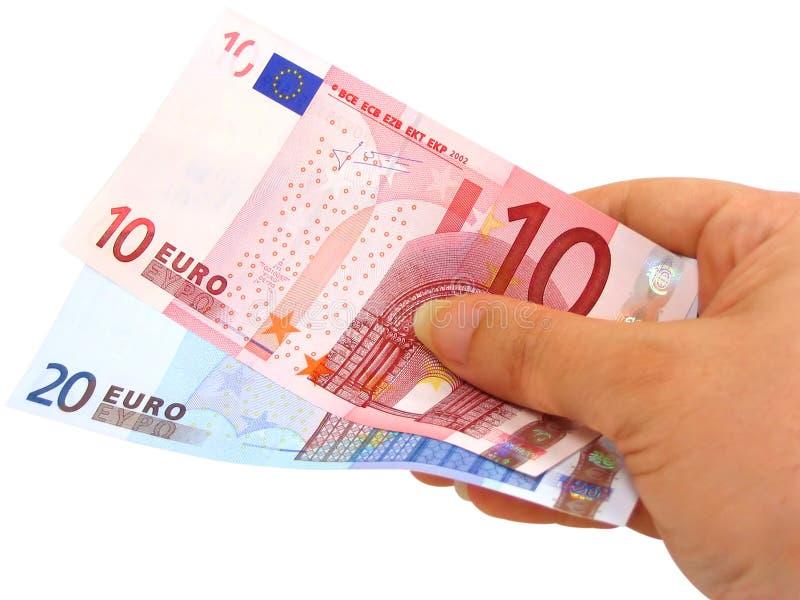 Hand, die zwei Euroanmerkungen (Ausschnitts, anhält Pfad eingeschlossen) stockfoto