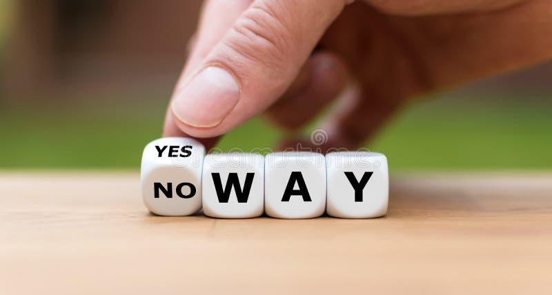 Hand dreht einen Würfel und ändert den Ausdruck 'keine Weise 'auf 'ja Art ' stockbilder