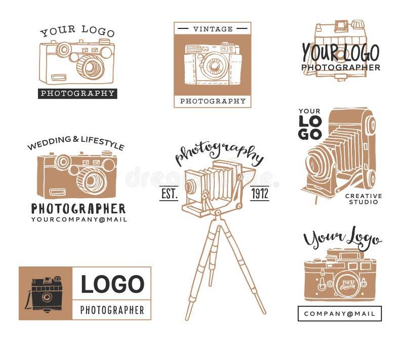 Hand drog gamla fotografiska logomallar Tappningstilkamera stock illustrationer
