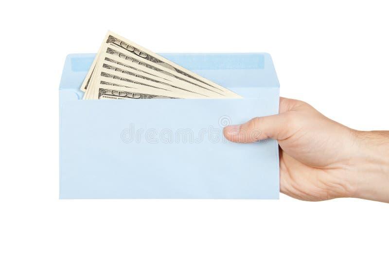 Hand en geld in blauwe envelop stock afbeelding