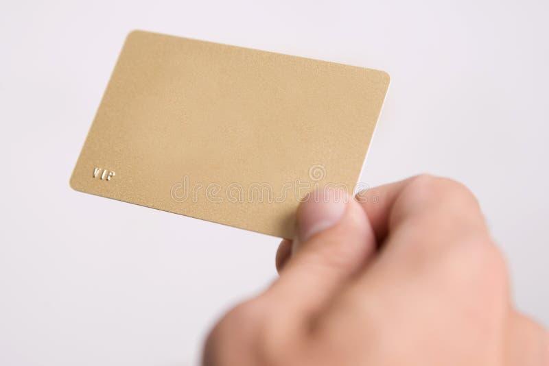 Hand en lege vip kaart stock fotografie