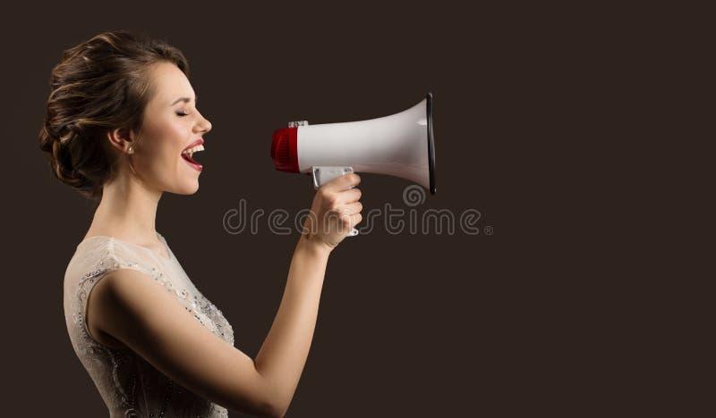 In hand en megafoon die van de vrouwenholding de gilt royalty-vrije stock afbeelding