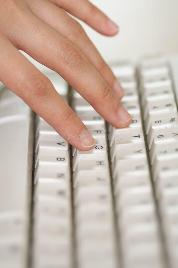 Hand en toetsenbord stock foto's